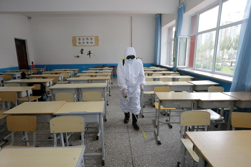 dui教室室内进行消毒.jpg